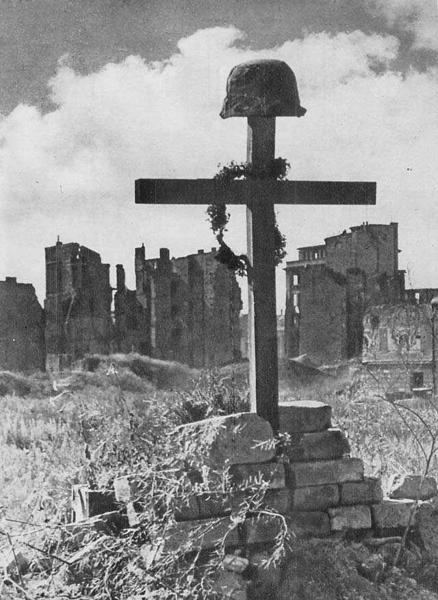 Polish_Soldier's_Grave_Warsaw_1945