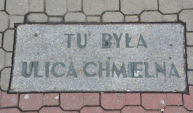 Tablica_tu_była_ulica_Chmielna