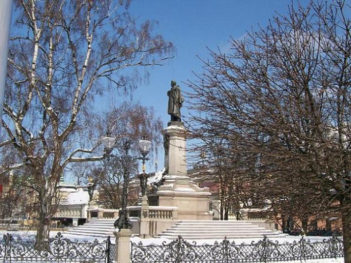 4836-pomnik-adama-mickiewicza-w-warszawie-5