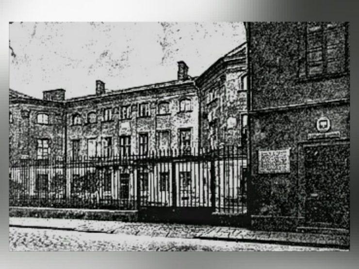 Pałac Sapiehów w dwudziestoleciu międzywojennym, początkowo koszary, następnie szpital.
