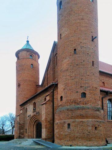 Kościół św.Rocha w Brochowie. Wejście główne z wieżami obronnymi. Foto: Liliana Kołłątaj