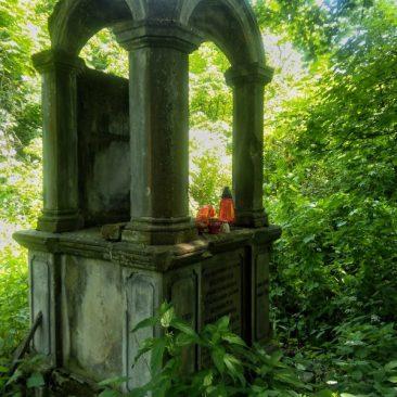Zapomniany cmentarz forteczny w Nowym Modlinie. Foto: Liliana Kołłątaj
