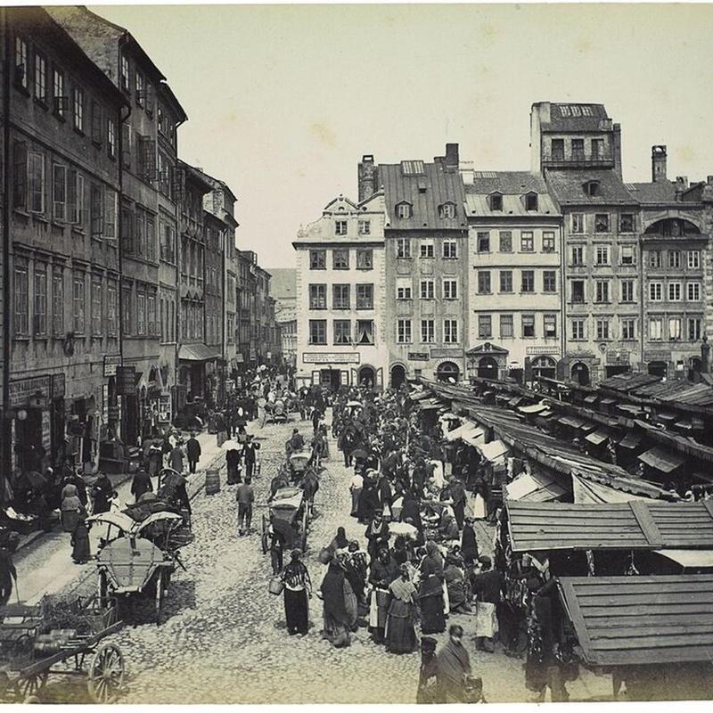 Targowisko na Rynku Starego Miasta. Foto Konrad Brandel