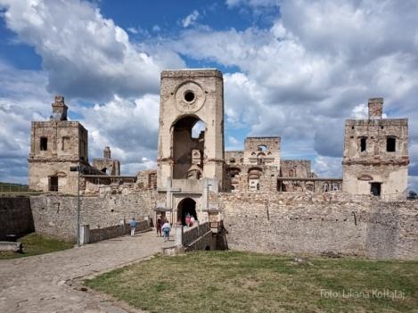 Zamek Krzyżtopór. Główna brama zamku.