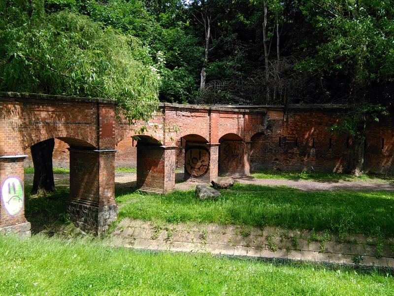 Park Fosa i akwedukt nad resztkami rzeki Dr