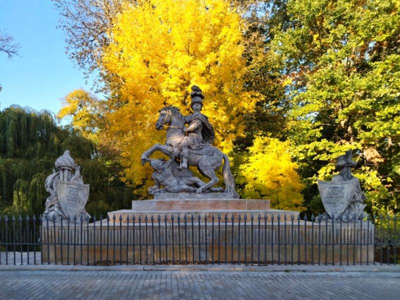 Pomnik Sobieskiego w Łazienkach na Agrykoli